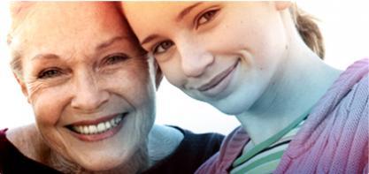 Imagem de uma mulher madura ao lado de uma jovem. A imagem ilustra a história da marca o.b.® e a forma como ajudámos a melhorar a qualidade de vida das mulheres durante mais de 60 anos.